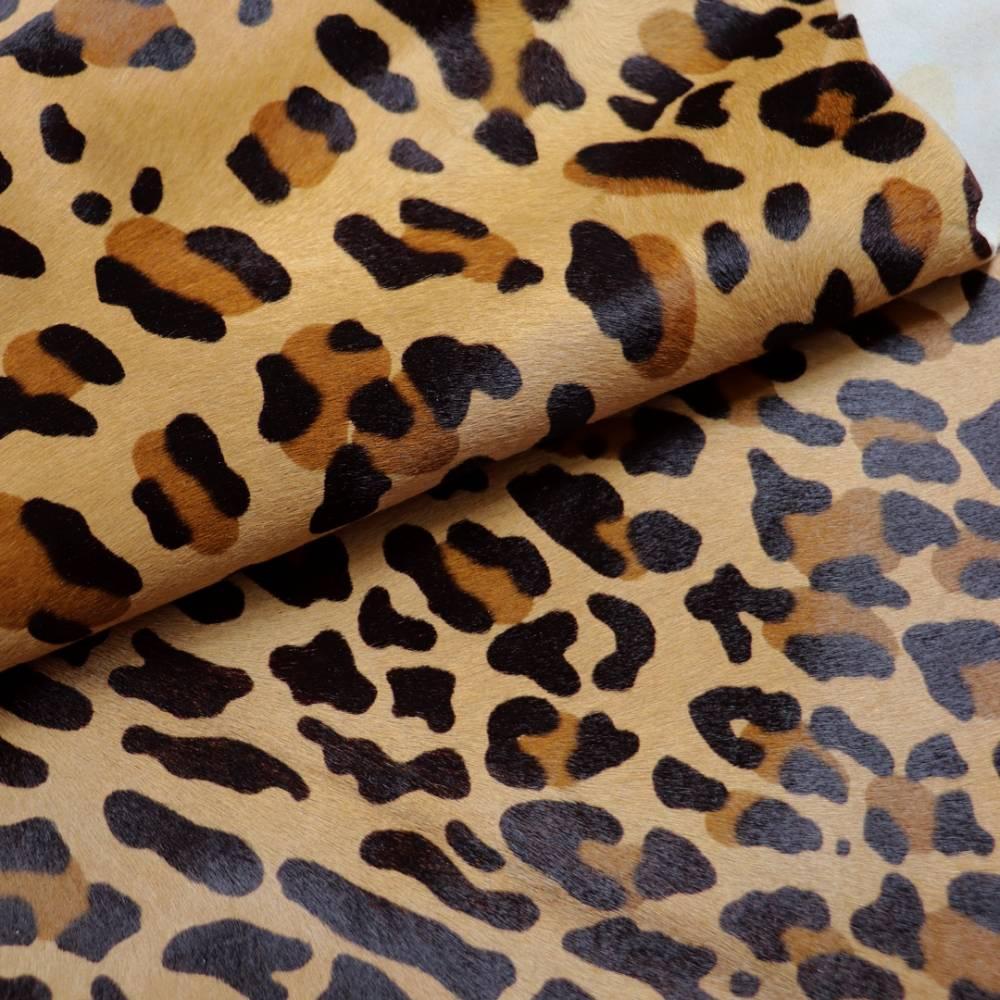 Veau baby à poils léopard
